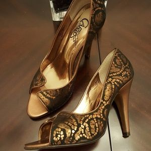 👠Carlos Santana bronze leather pumps